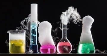 ما الأسس اللازمة للحسابات الكيميائية لمادة الكيمياء 3 مقررات لعام 1443هـ.